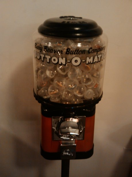 How many 1-inch buttons are in the Busy Beaver Button-O-matic?